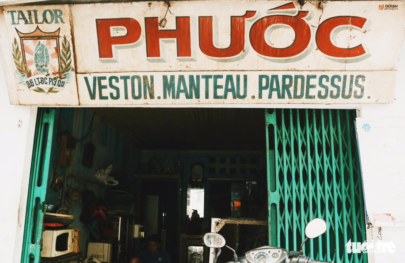 Nhìn những biển hiệu này để thấy Sài Gòn quá đỗi dễ thương - Ảnh 1.