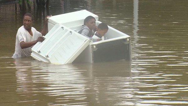 Tin giả tung chiêu ăn theo bão Harvey ở Mỹ - Ảnh 5.