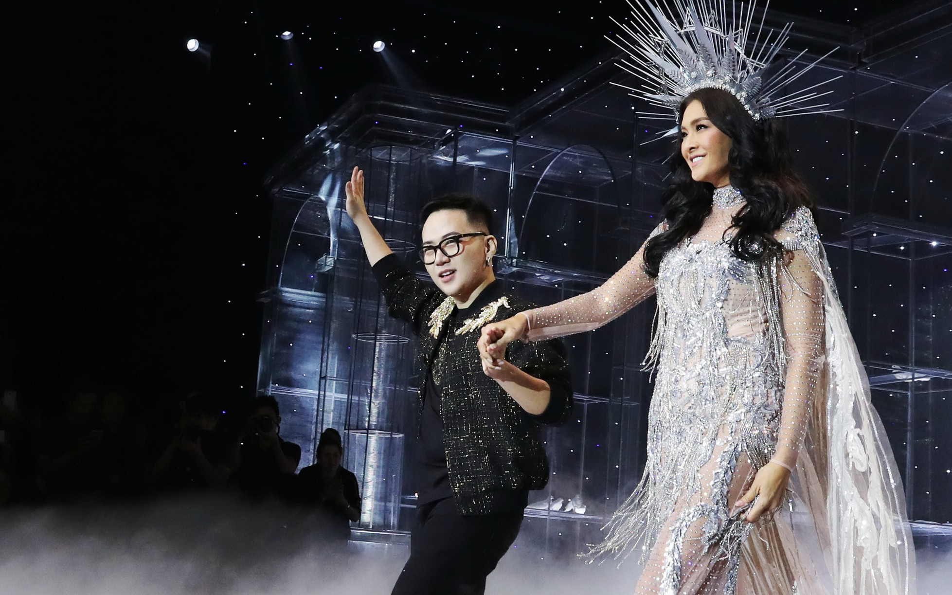 Minh Tú và dàn người mẫu hóa nữ thần show Chung Thanh Phong
