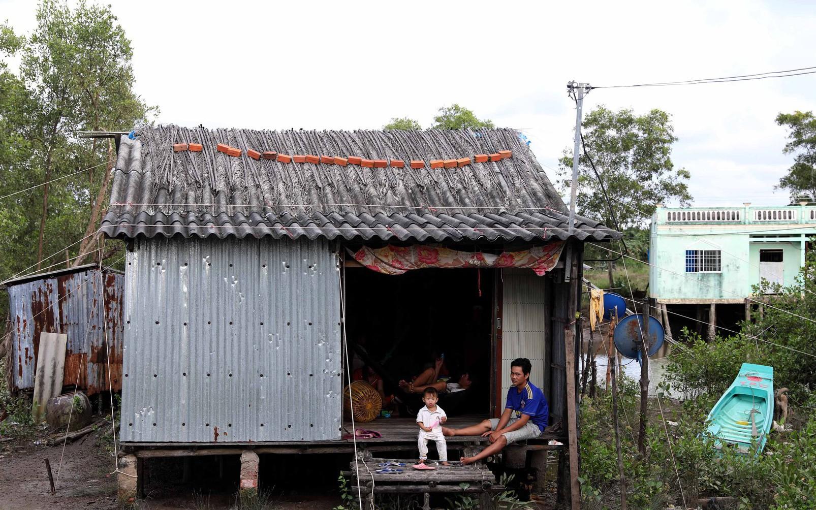Chống bão bằng lưới, ống nước: Dân nói biết gì làm nấy