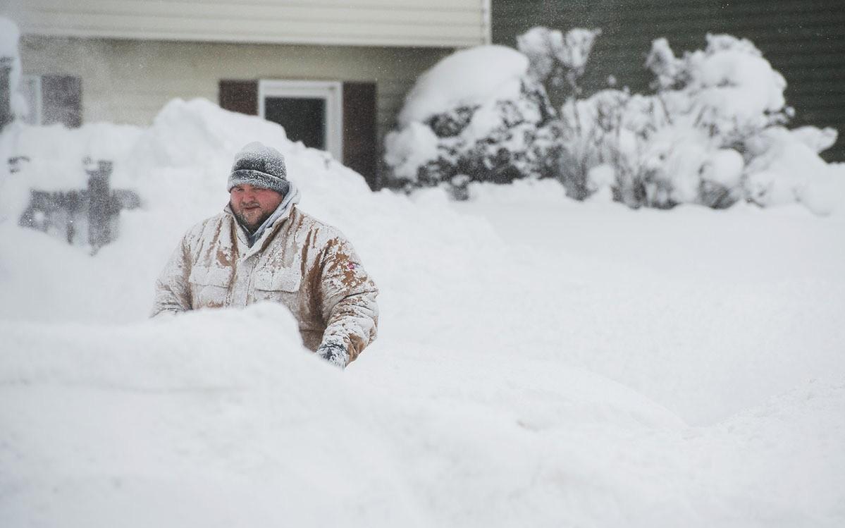 Thế giới trong tuần qua ảnh: tuyết rơi kỷ lục ở Mỹ, nổ ở Afghanistan