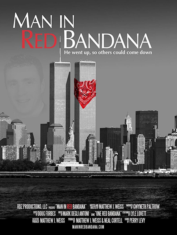 Người cứu hộ có chiếc khăn đỏ ngày 11-9 - Ảnh 1.