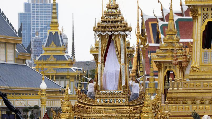 Nam Em: Những điều Chưa Biết Về Đài Hóa Thân Vua Thái Lan