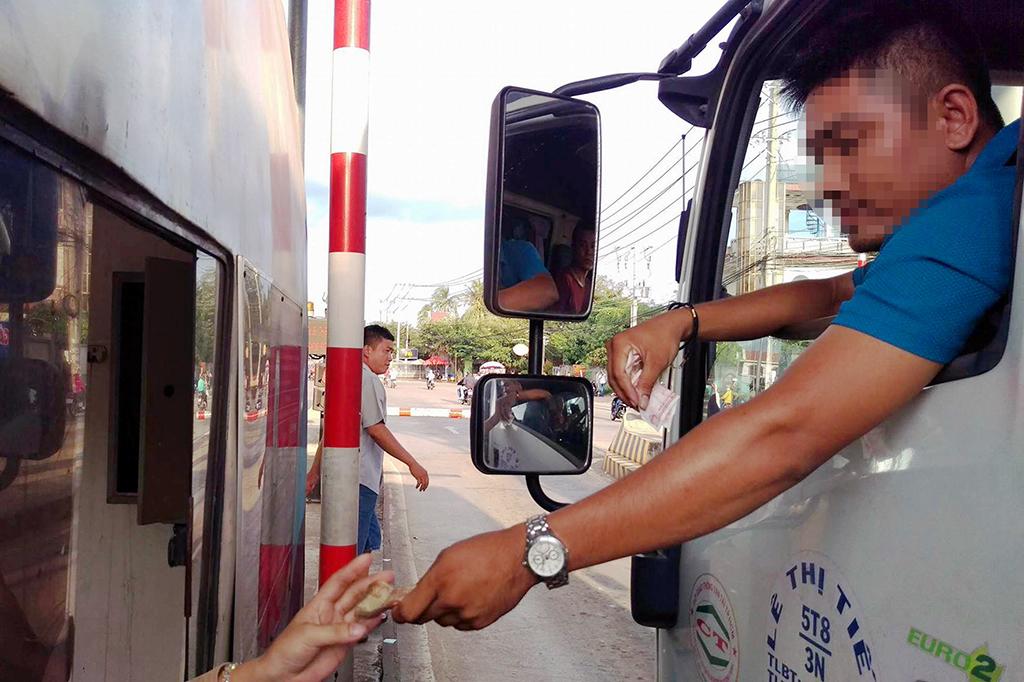 Trạm phí tuyến tránh Biên Hòa xả trạm do đoàn xe trả tiền lẻ - Ảnh 1.