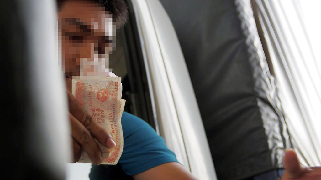 Trạm thu phí tuyến tránh Biên Hoà xả trạm do tài xế dùng tiền lẻ trả phí - Ảnh 2.