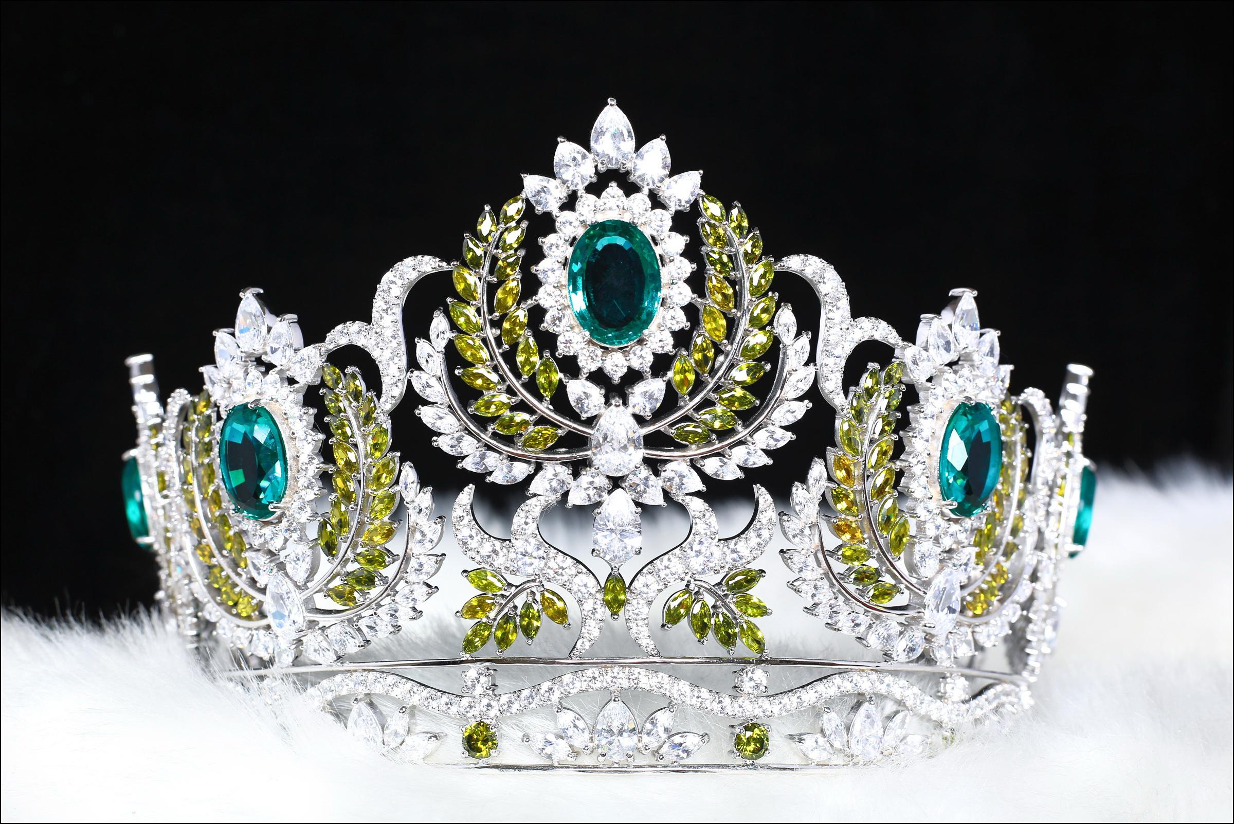 Vương miện Miss Earth Việt Nam nổi bật với 5 viên ngọc bích - Ảnh 1.