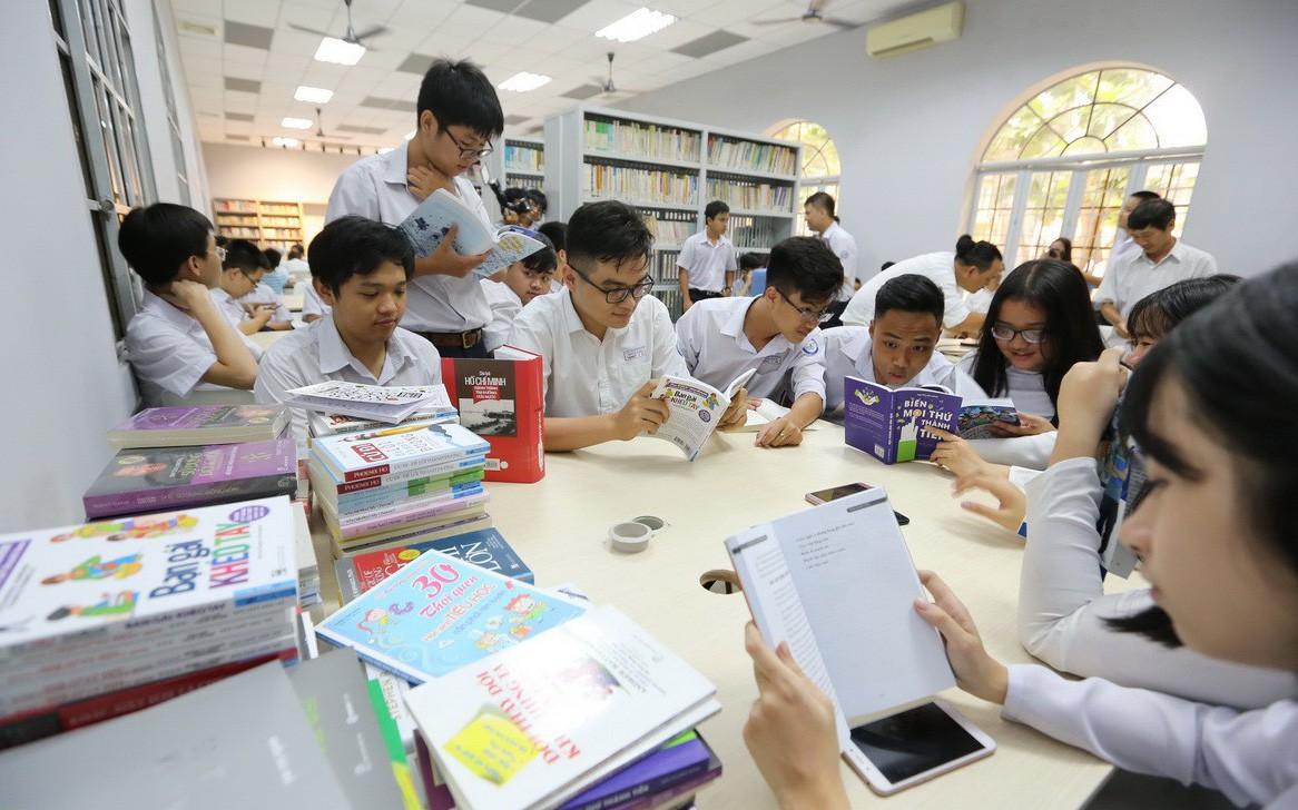 Cựu học sinh xây dựng thư viện mở tặng trường