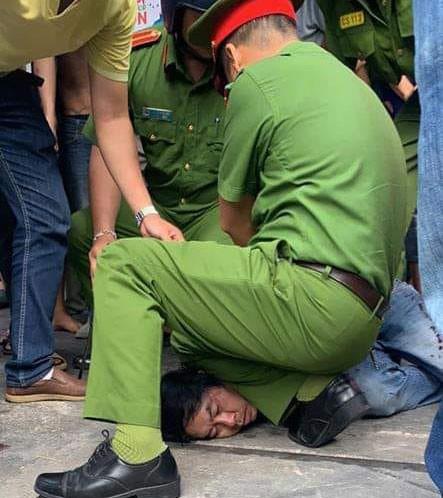 Chủ quán gạo ở Nha Trang bị đâm hàng chục nhát dao - Ảnh 3.