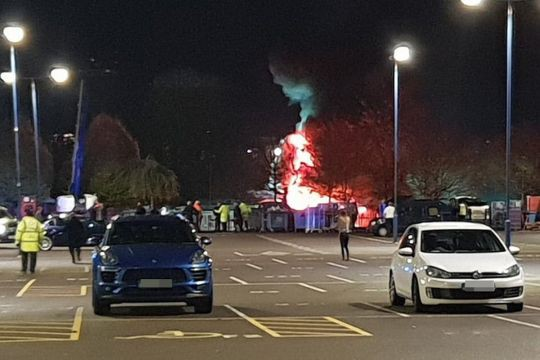 Trực thăng của ông chủ CLB Leicester City bốc cháy - Ảnh 1.