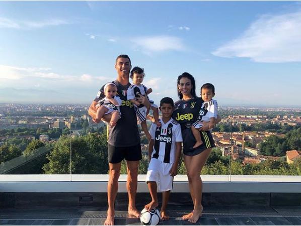 Ronaldo chọn nhà ở đâu khi thi đấu cho Juventus? - Ảnh 4.