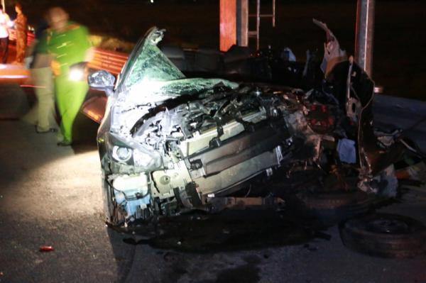 Mazda nát bét trên cao tốc Hạ Long - Hải Phòng, 2 người chết - Ảnh 3.