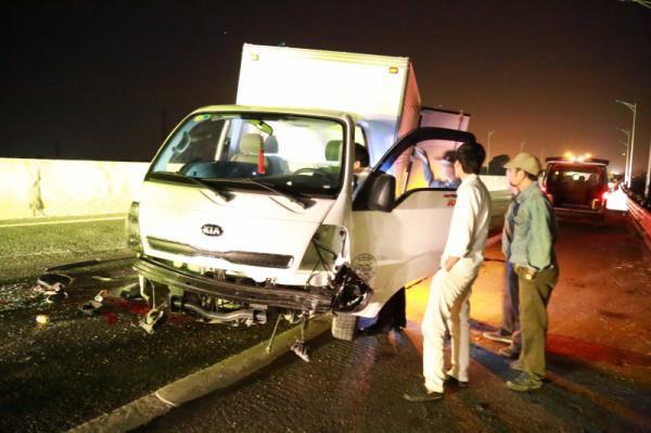 Mazda nát bét trên cao tốc Hạ Long - Hải Phòng, 2 người chết - Ảnh 2.