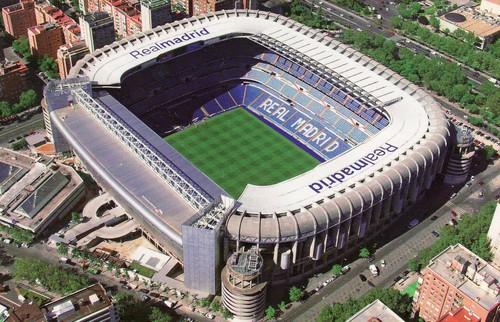 Real Madrid lắp TV trên bồn tiểu nam ở sân Bernabeu - Ảnh 2.
