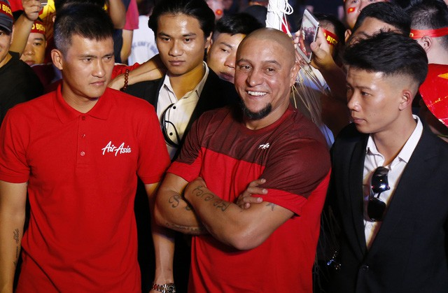 Roberto Carlos giao lưu với người hâm mộ Hà Nội - Ảnh 1.