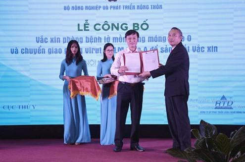 Việt Nam lần đầu sản xuất được vắc xin chống lở mồm long móng - Ảnh 1.