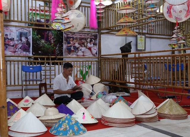 Hội chợ làng nghề Việt Nam - Ảnh 1.
