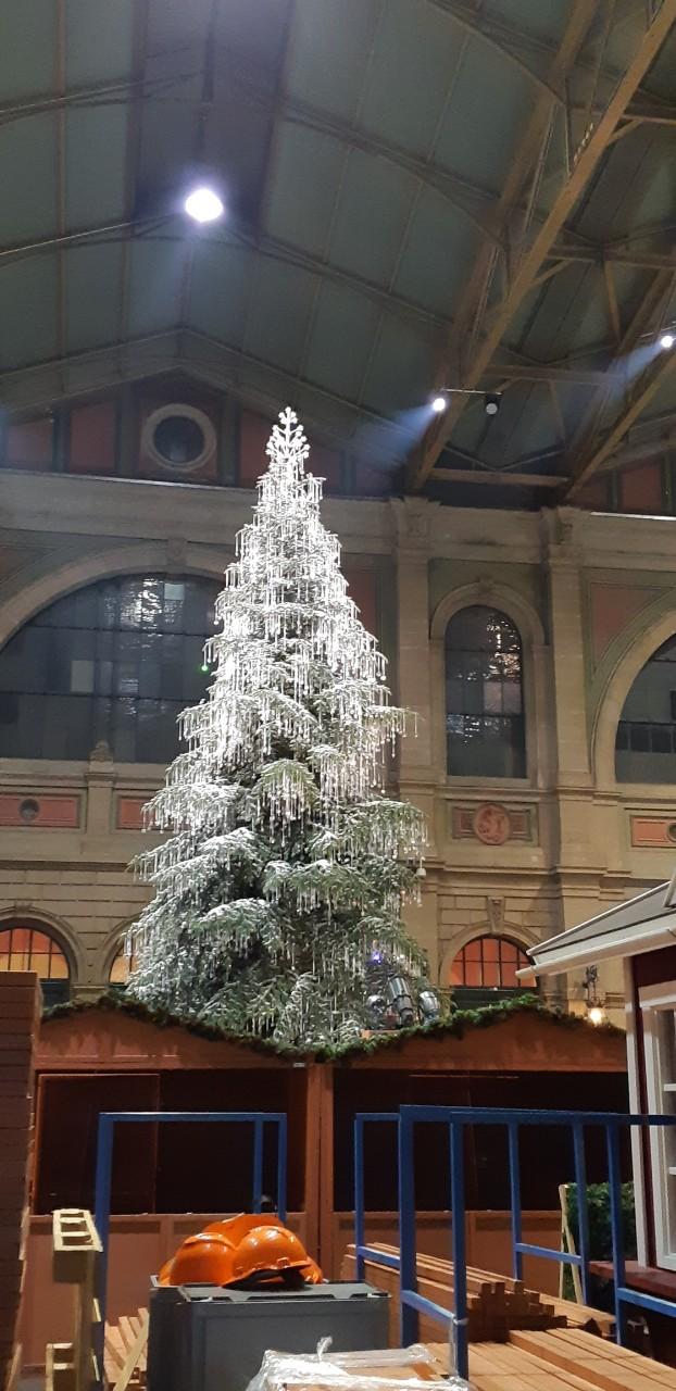 Chợ Giáng sinh ở Thuỵ Sĩ tất bật vào mùa lễ hội cuối năm - Ảnh 2.