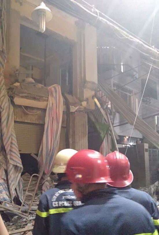 Sập giàn giáo công trình sửa nhà ở quận 1, TP.HCM, một người chết - Ảnh 2.