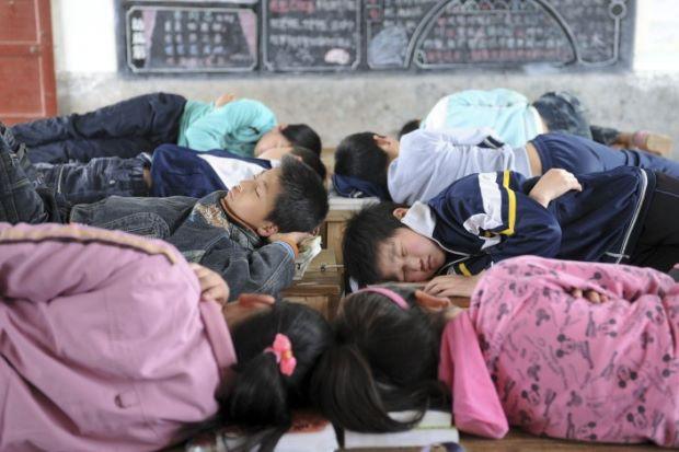 Trung Quốc: Học sinh bị phạt vì... đi vệ sinh trong giờ ngủ trưa - Ảnh 1.