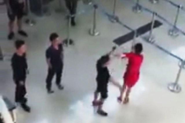Cục Hàng không yêu cầu tăng cường trấn áp hành vi gây rối ở sân bay - Ảnh 1.