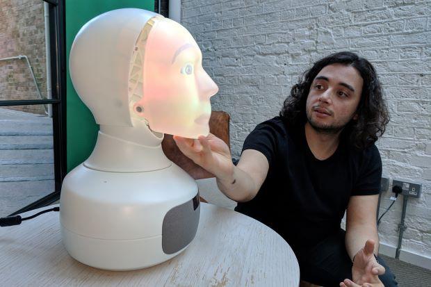 Robot chuyên tâm sự với con người - Ảnh 1.