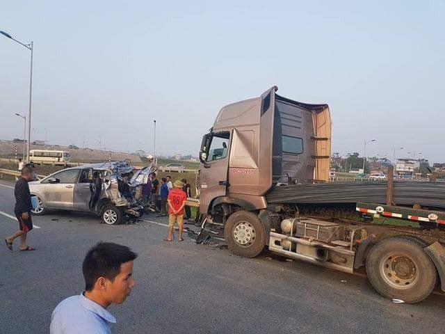 Tranh cãi về án tù của tài xế đâm vào xe đi lùi trên cao tốc Thái Nguyên - Ảnh 1.