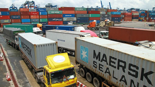 Thiếu bãi đậu xe container trầm trọng, doanh nghiệp vận tải kêu - Ảnh 1.