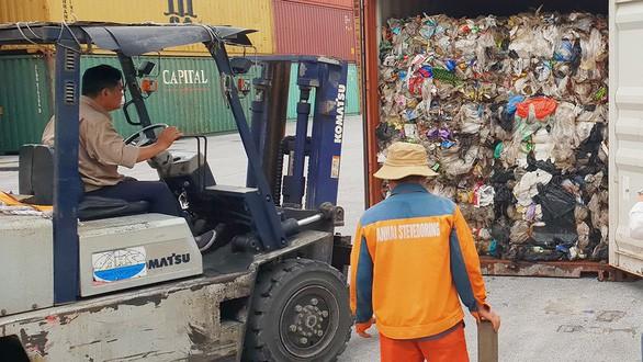 Chỉ được nhập khẩu phế liệu nhựa đã làm sạch tạp chất - Ảnh 1.