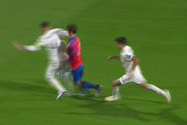 Dân mạng kêu gọi cấm Ramos thi đấu vì hành vi chơi xấu - Ảnh 3.