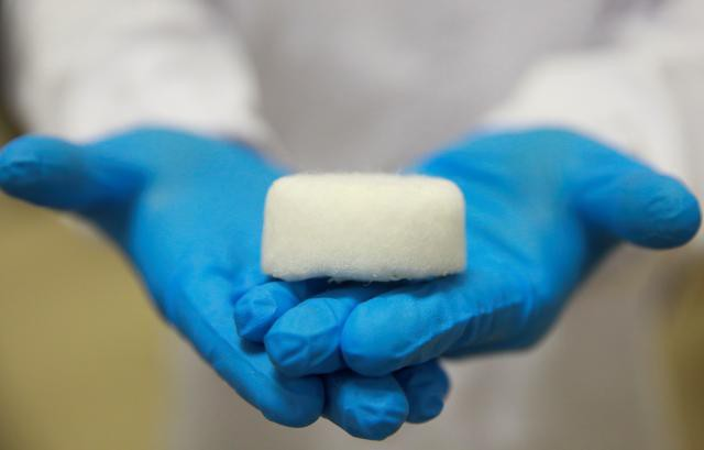 Singapore chế tạo vật liệu siêu nhẹ từ rác nhựa - Ảnh 1.