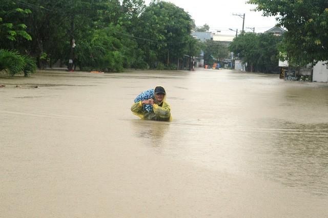 9 người chết và mất tích do mưa lũ ở miền Trung - Ảnh 1.