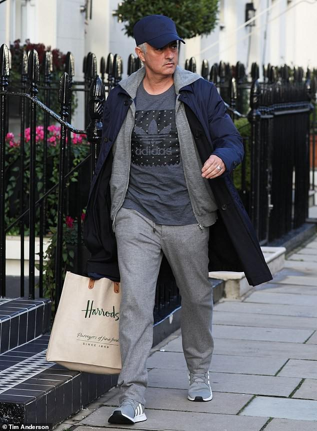 HLV Mourinho xin báo chí Anh hai chữ bình yên - Ảnh 1.