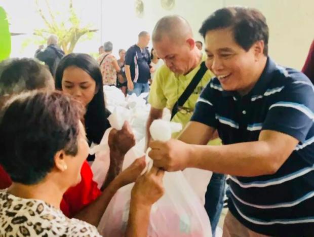 Đồng minh Tổng thống Duterte bị bắn chết khi tặng quà Giáng sinh - Ảnh 1.