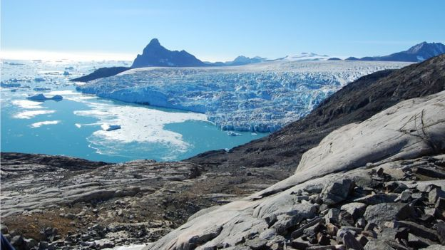 Băng trên đảo Greenland tan giữa mùa đông - Ảnh 1.