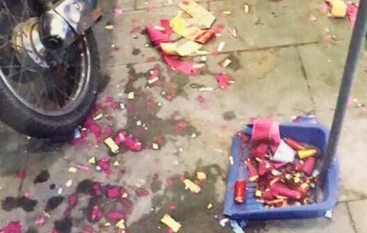Đốt pháo ở đám cưới 'cho vui', 4 thanh niên bị khởi tố - Ảnh 1.