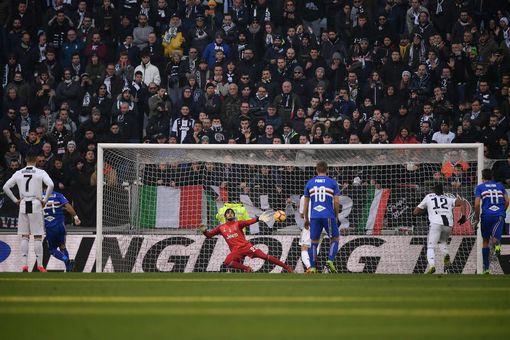 Ronaldo lập cú đúp, Juventus vững vàng đỉnh bảng - Ảnh 2.