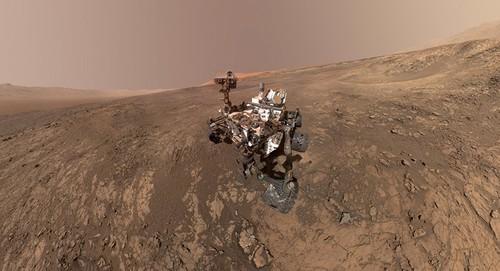 Giới khoa học ngỡ ngàng trước vật thể sáng bóng bí ẩn trên sao Hỏa - Ảnh 1.