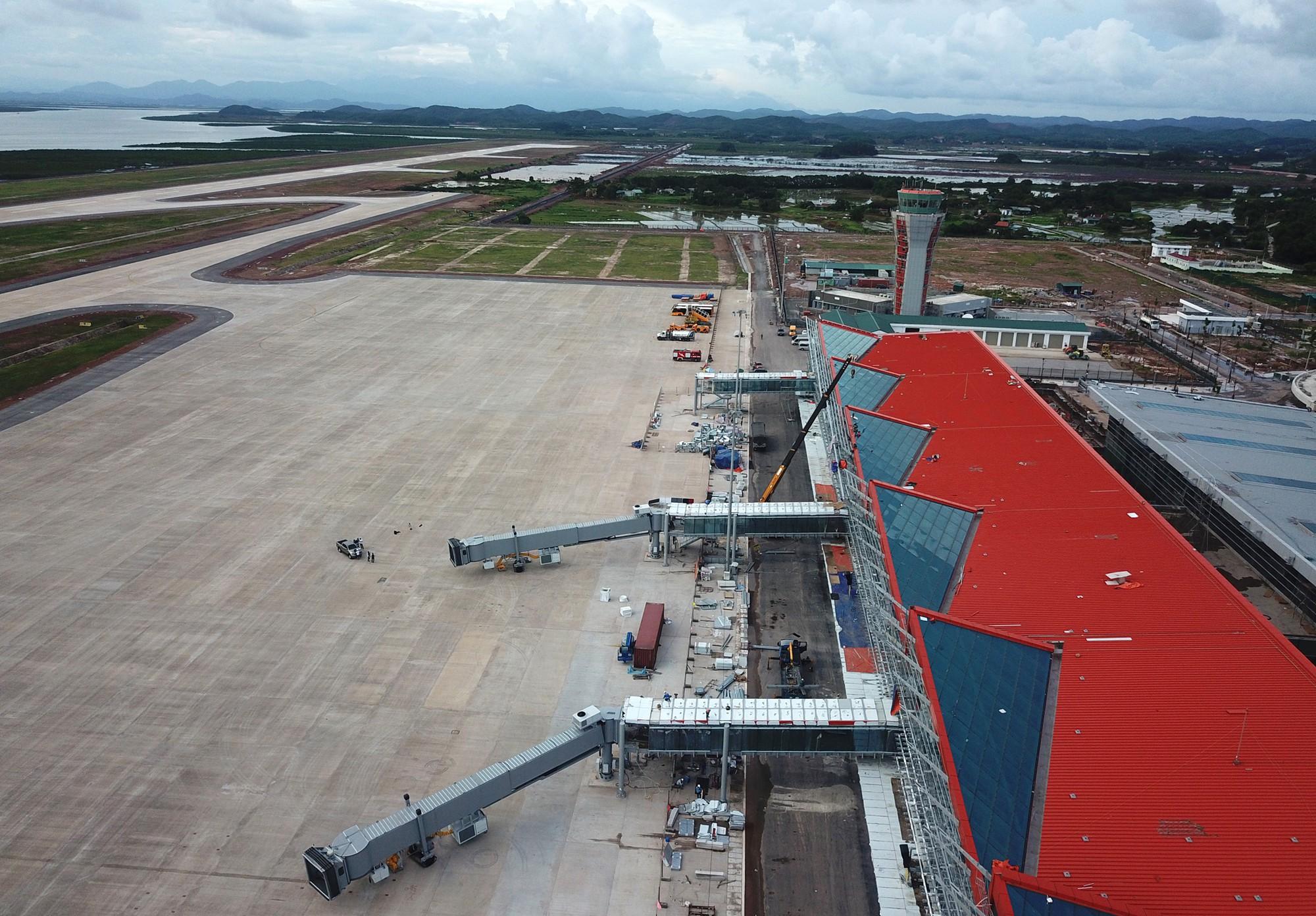 Cảng hàng không Vân Đồn đã đủ điều kiện khai thác - Ảnh 1.