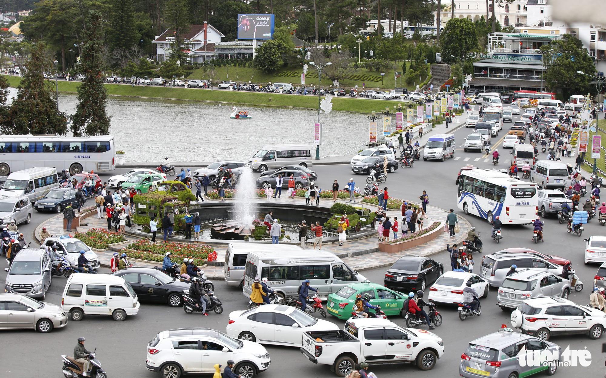 Khu trung tâm TP Đà Lạt tràn ngập xe du lịch
