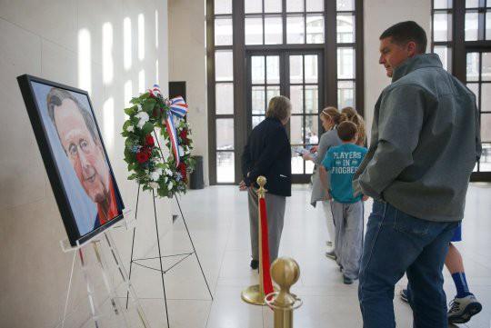 Ông Bush 'con' tiễn biệt cha bằng bức họa chân dung - Ảnh 2.