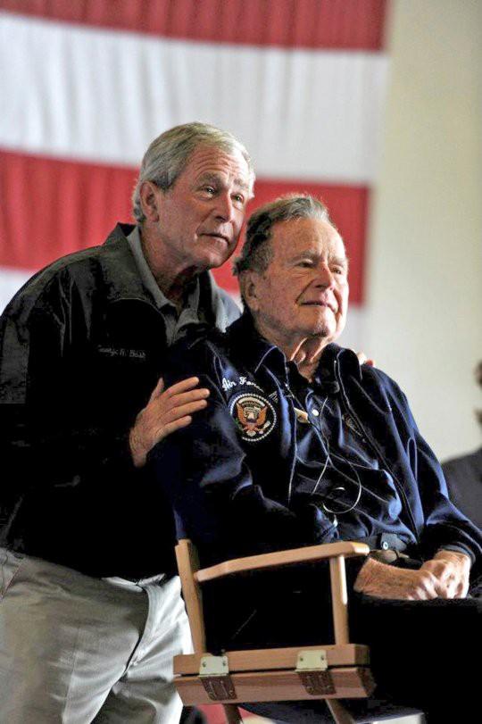 Ông Bush 'con' tiễn biệt cha bằng bức họa chân dung - Ảnh 3.