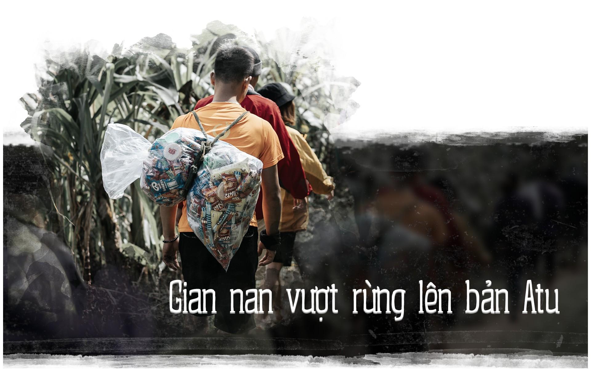 Hành trình cõng gạo cứu đói ở vùng biên của 70 người trẻ - Ảnh 2.