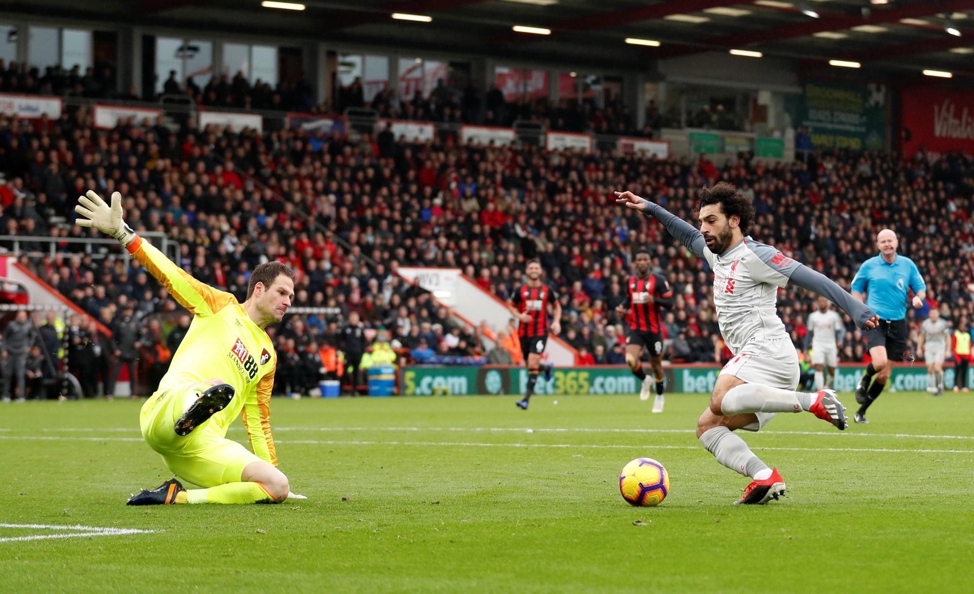 Salah lập hat-trick, Liverpool tạm chiếm ngôi đầu bảng - Ảnh 2.