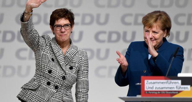 Đảng cầm quyền Đức bầu tiểu Merkel làm lãnh đạo đảng - Ảnh 1.