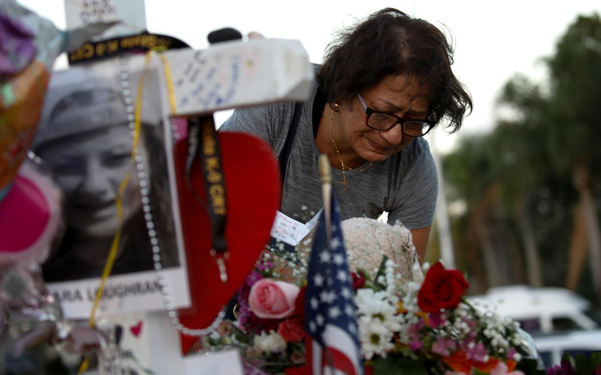 Thế giới trong tuần qua ảnh: Nước Mỹ chia rẽ vì súng đạn