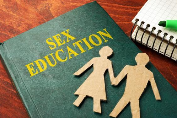 Cha mẹ bỏ 80 triệu đồng thuê người dạy con về tình dục - Ảnh 1.