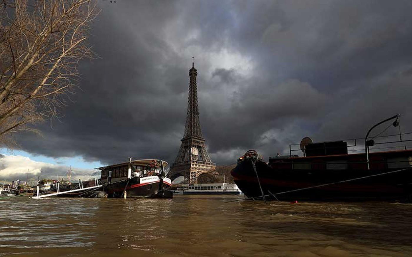 Thế giới trong tuần qua ảnh: Paris ngập trong biển nước