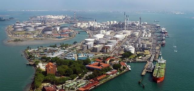 Vụ ăn cắp dầu triệu đô ở Singapore: Thêm 1 người Việt bị truy tố - ảnh 1