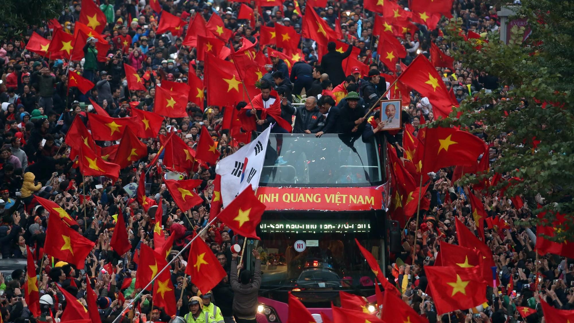 Thầy trò U23 Việt Nam viếng Lăng chủ tịch Hồ Chí Minh - Ảnh 1.