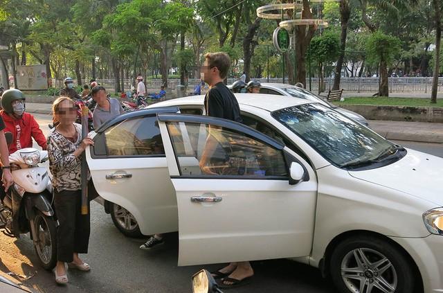 Taxi lại tố Uber, Grab và kiến nghị dừng tăng số lượng xe - Ảnh 1.